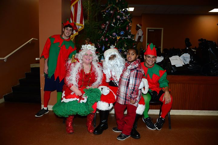 Angles Place Children With Santa